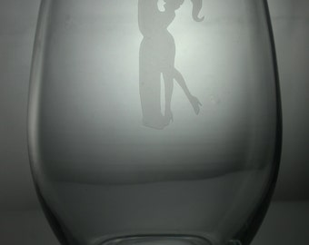 Kissing etched glasses, Love etched glasses, valentine wine glasses, etched wine glasses, customized wine glasses, stemless wine glass