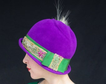 In-Stock: Asymmetric 1920s-Style Purple Velour Felt Flapper Cloche with Emerald Ribbon & Feathers