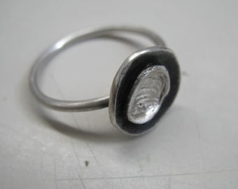 Minimal flower ring in sterling silver. Handmade, oxidized. US size 5.8