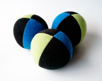Set of 3 handmade 2.5inch juggling balls with packaging and instructions in green&blue black