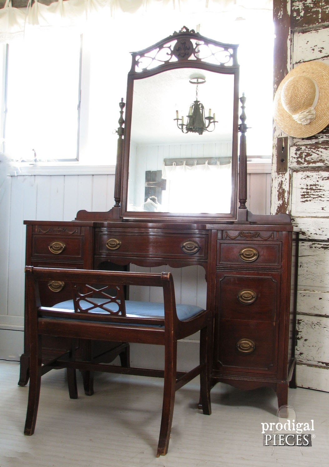 Ornate vintage dressing table vanity with gorgeous mirror