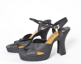 Vintage 90's Black Chunky Heels Sandals