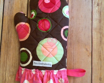 Ruffled Oven Mitt, Pink and Brown, Oven MItt with Ruffle, Quilted Oven Glove, Polka Dots