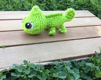 crochet pascal from tangled - rapunzle