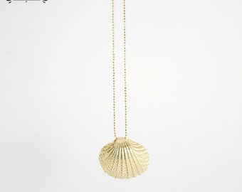Gold clam pendant - Golden seashell pendant necklace - Clam seashell necklace - Gold mermaid jewelry