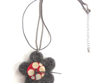 Necklace with wool flower