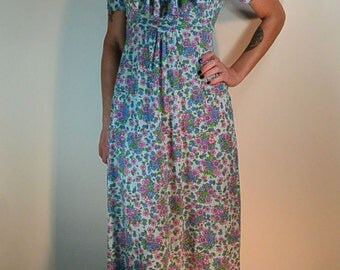 Vintage Maxi Dress// 70s Long Dress// Flowered Hippy Dress// Festival Dress