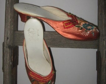 Vintage shoes, Embroidered silk with leather sole, Gr. 40, like new