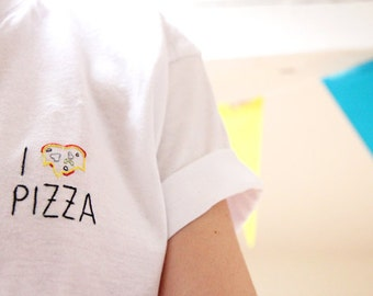 I heart pizza (embroidered tshirt) - Tshirt brodé motif pizza