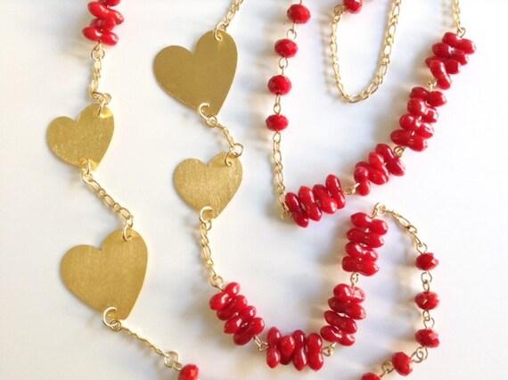 Collar largo de genuino coral rojo y cristales, Corazones calados a mano con baño de