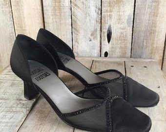 Black Dress Shoes - Black Pumps - ladies evening shoes - kitten heel shoes, pumps - Mootsies tootsies - Mootsie tootsie shoes - size 7.5