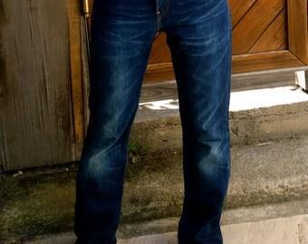 VINTAGE Levis 90's jeans, dark blue discolor, regular waist.
