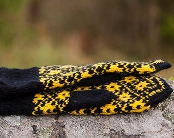 FREE SHIPPING Black and yellow patterned mittens