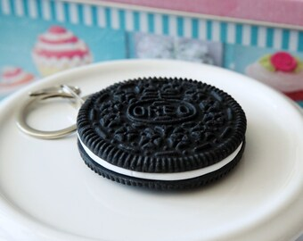 Keychains Oreo biscuit black and white in polymer clay : Two models mini and big oréo