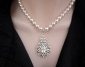 Pearl necklace ~ Brides necklace ~ Large leaf pendant ~ Swarovski pearls ~ Statement Wedding necklace ~ Elegant and classy ~ Gift