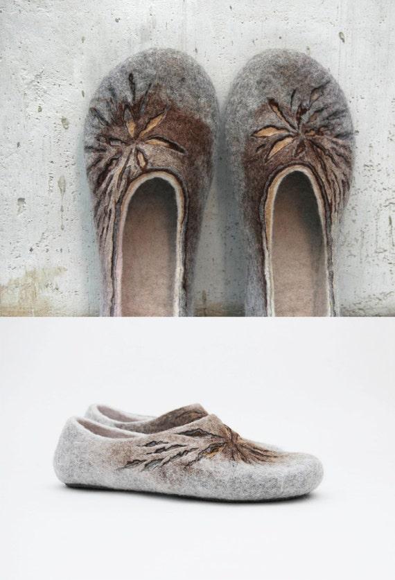 Felted slippers Natural slippers Women slippers Woolen clogs Women home shoes Grey Brown Beige Tan Handmade slippers Valenki Women