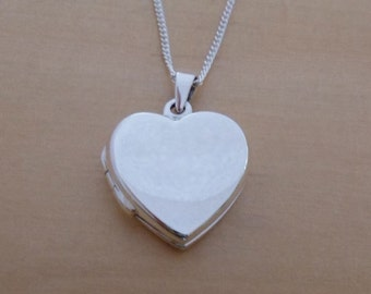 """925 Sterling Silver Polished 18 mm Diameter Love HEART Photo Locket Pendant on 16"""", 18"""" or 20"""" Curb Chain"""