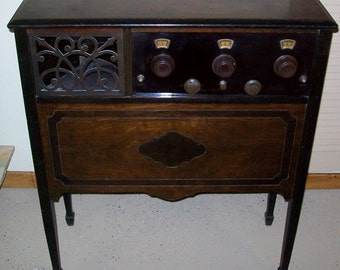 MAKE OFFER - Vintage Freshman Masterpiece 6F3 or 6F4 Console Battery Operated Tube Radio