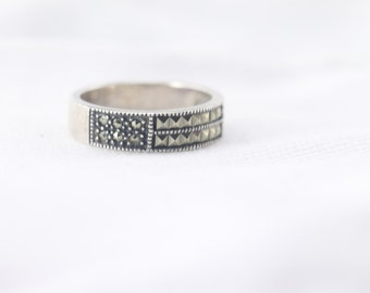 Edgy Rocker Chic Glam! Sterling silver, size 8. Spikes and sparkle design!