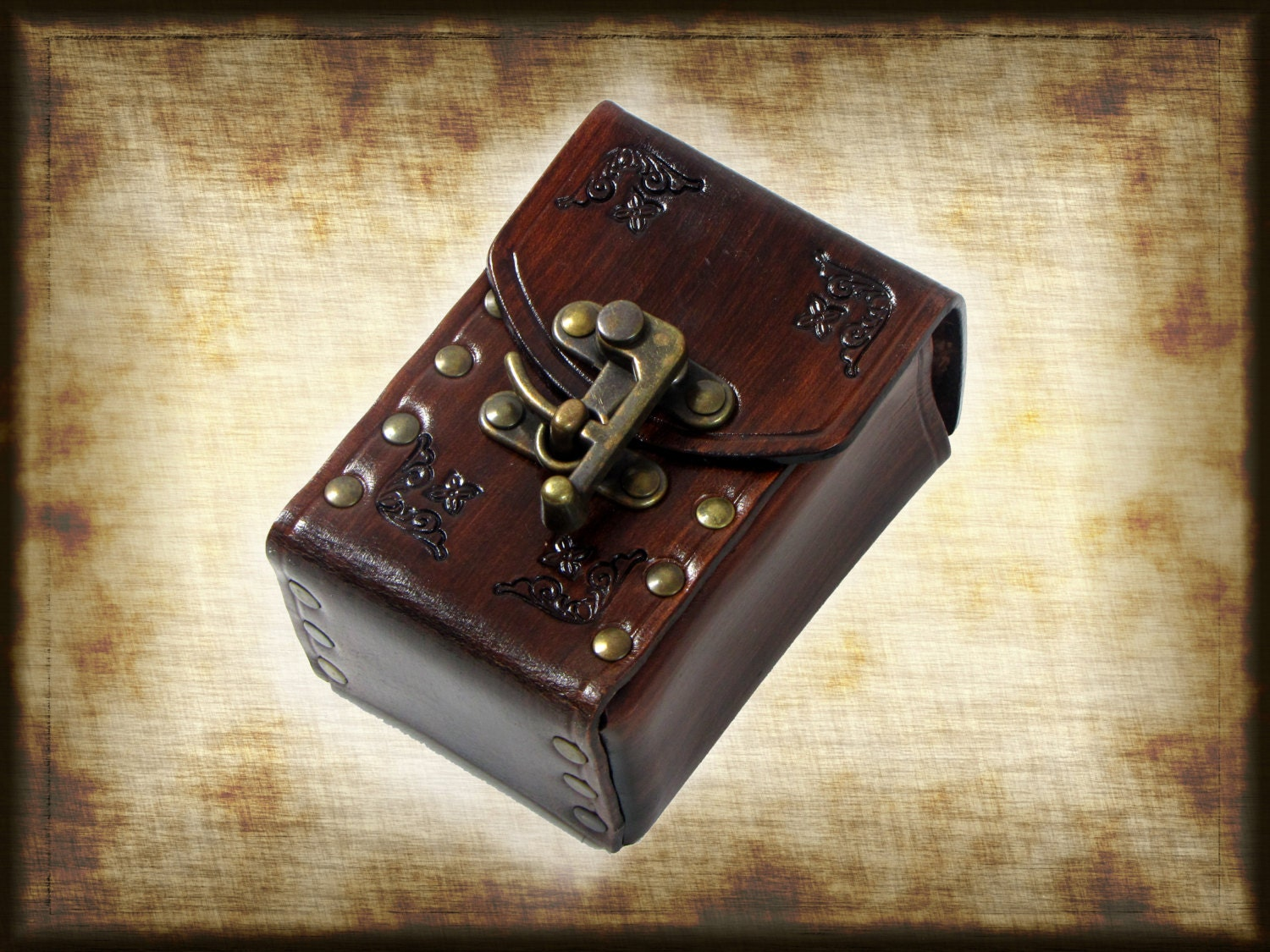 Hard Leather Deck Box For Card With Swing Hooks Can Be Worn
