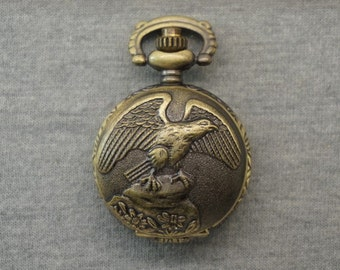Eagle Pocket Watch Antique Bronze Small FlyingTercel Watch Fob Animal Swooping Eagle Hawk Pocket Watch Locket Pendant 27mm, for gifts
