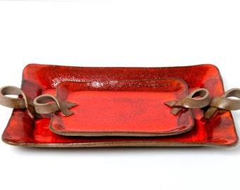 Set of 2 red ceramic trays