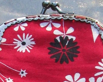 Fun red cotton flowered glasses pouch