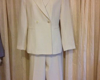 Vintage Kasper Winter White Pant Suit! Fully Lined. Size 4P! Free Shipping!