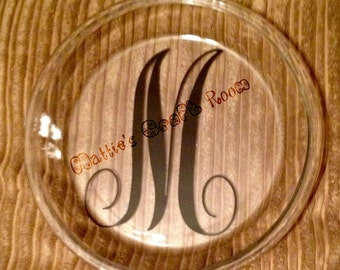 "Pie plate with monogrammed vinyl accents. Can be any color or text. 9"" glass."