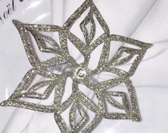 4 pc Snowflake set (2 Silver & 2 White)