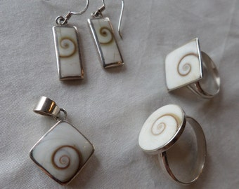 Set of enamel and silver jewellery, 2 rings, earrings and pendant