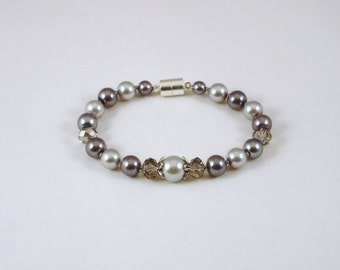 Pearls and crystals bracelet