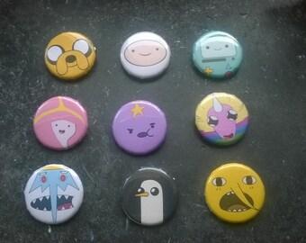 Adenture Time - Button - Ø 3cm/ 1,18 Inches/ Jake, Finn, BMO, Bubblegum, Lumpy,  Rainicorn, Ice King, Penguin, Lemongrab