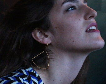 Gold plated earrings. Minimalist and geometric earrings. Lighful triangles. Offered delivery.