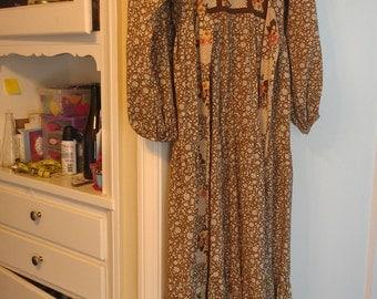 Vintage floral maxi dress 1970s prairie dress