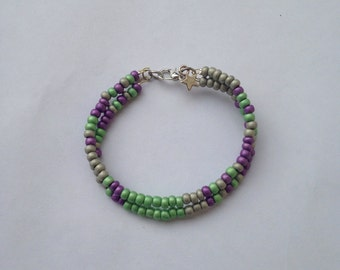 Bracelet adorned with rockeries beads and Silver Star - friendship bracelet.