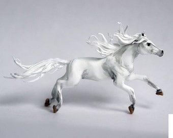 horse figurine,white horse,horse statuette,white horse sculpture