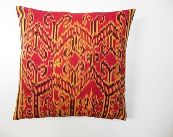 "Ikat pillow ""Merah"""