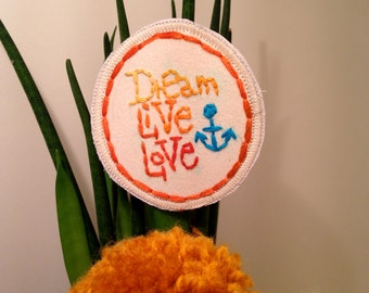 "Brooch ""Dream, Live, Love"""