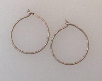 Solid 18k white gold hammered hoop earrings  (LCE001)