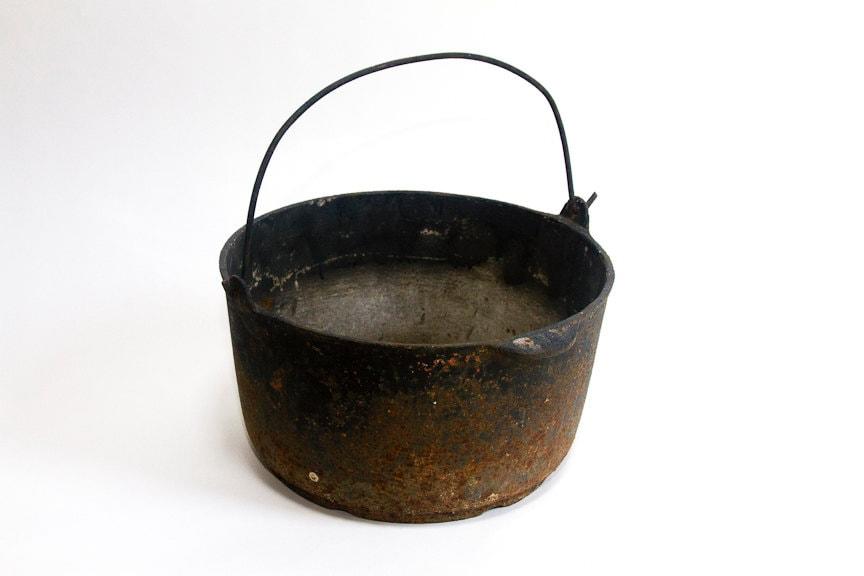 Dating cast iron cauldrons