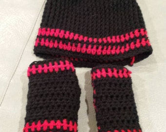 Black and red Hat and fingerless gloves