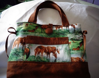 Bow tock purse