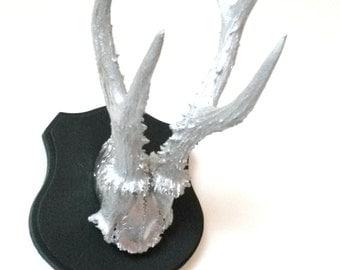 TROPHY, TROPHY, DEER, deer head, decorative wall, silver and black, taxidermy, fake taxidermy