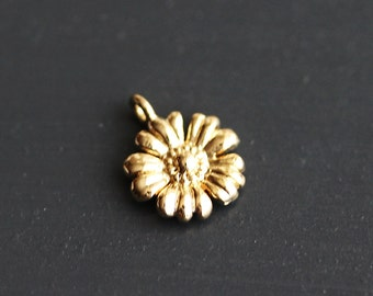 40% off ENTIRE STORE // P1-776-G] Daisy Flower / 9.5mm / Gold plated / Pendant / 2 pieces