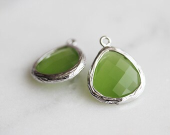 A2-004-R-AP] Apple Green / 13mm / Rhodium plated / Glass Pendant / 2 pieces