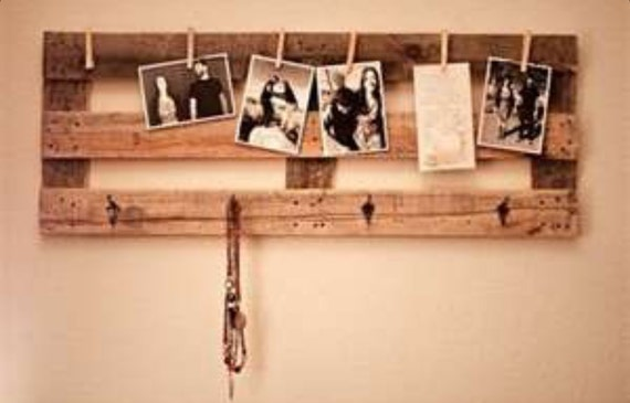 Pallet Picture/Note holder and coat hanger