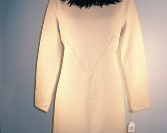 Dress with plume detachable