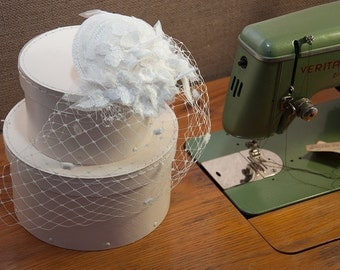 Bridal Fascinator lace offwhite