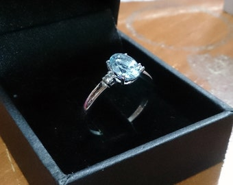 Natural aquamarine with diamond couple ring. 18Kt white gold